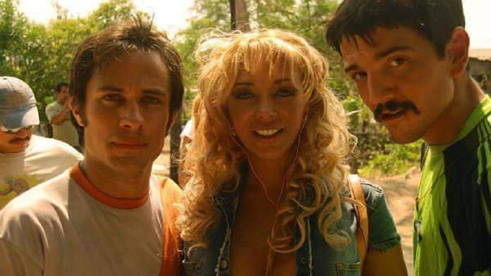 Vicky Palacios con Diego Luna y Gael García. Foto de @vicky_palacios__