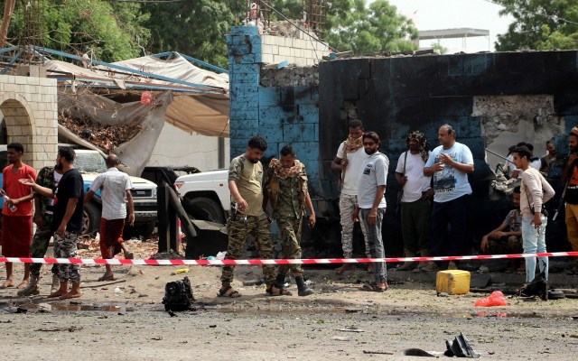 Ataques múltiples en Yemen dejan más de 20 muertos - Zona acordonada en Yemen por explosión de coche bomba. Foto de EFE / EPA / Najeeb Almahboobi
