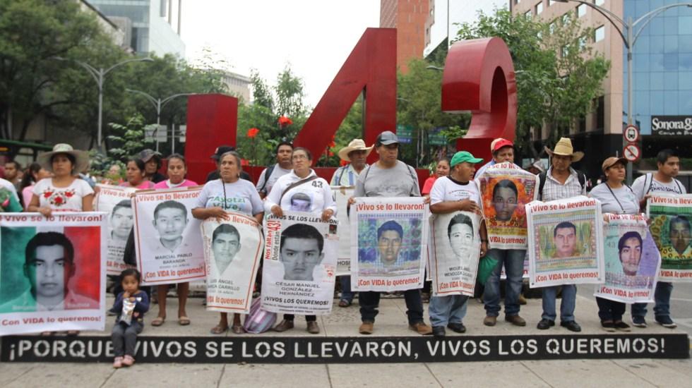 Padres de normalistas desaparecidos ratifican confianza en investigaciones del Gobierno Federal - 43 normalistas caso Ayotzinapa manifestación
