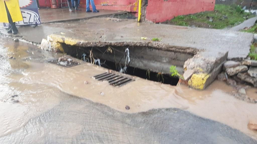 Familia de joven que cayó a alcantarilla en Culiacán demandará a edil - Alcantarilla por la que cayó Alejandra. Foto de @PerezDiazMX