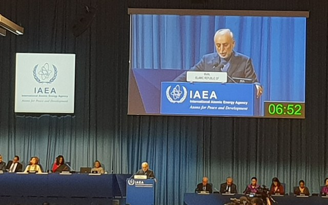 Irán asegura que incumplió acuerdo nuclear por culpa de EE.UU. - Vicepresidente de Irán, Ali Akbar Salehí ante la OIEA. Foto de @GaukharM