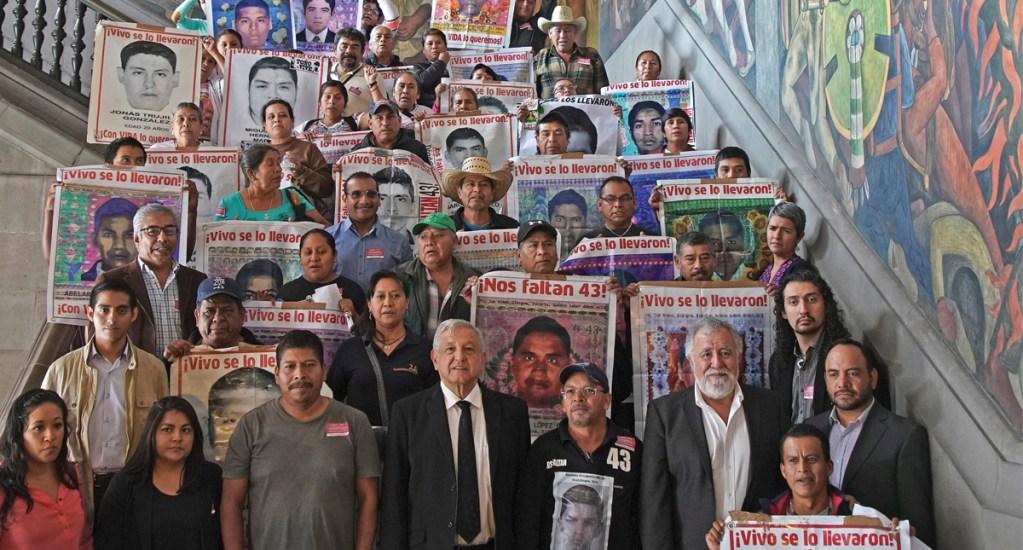 """AMLO asevera que investigación de Ayotzinapa está en """"momento crucial"""" - Foto de EFE"""
