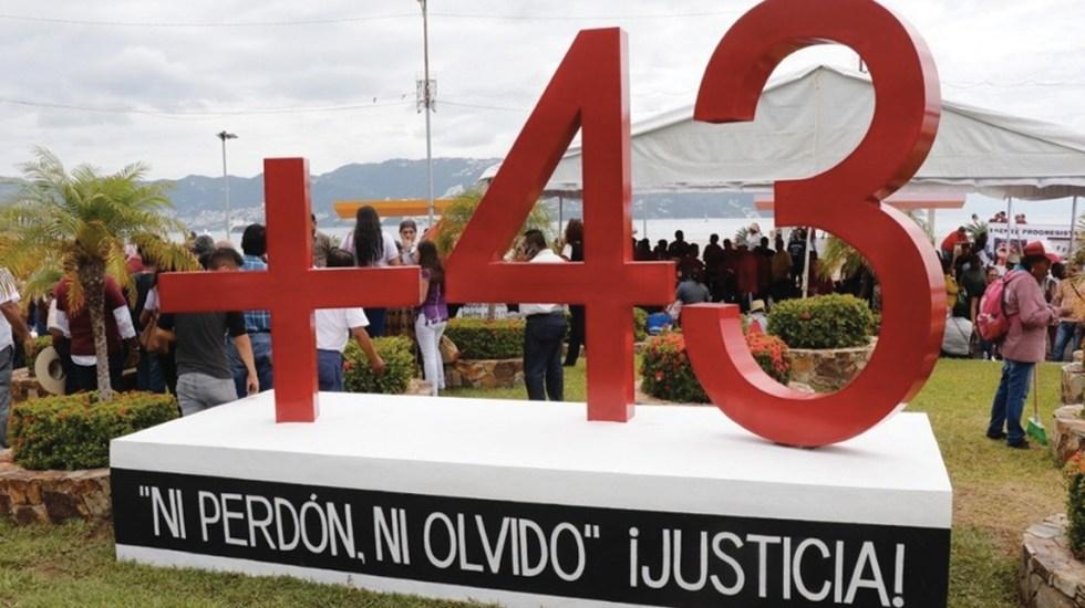 Develan antimonumento a normalistas de Ayotzinapa en Acapulco - Foto de Milenio