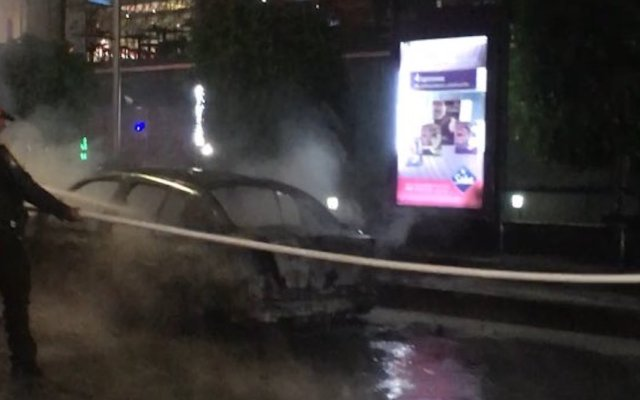 Se incendia auto en Periférico - Foto de @EduPortas