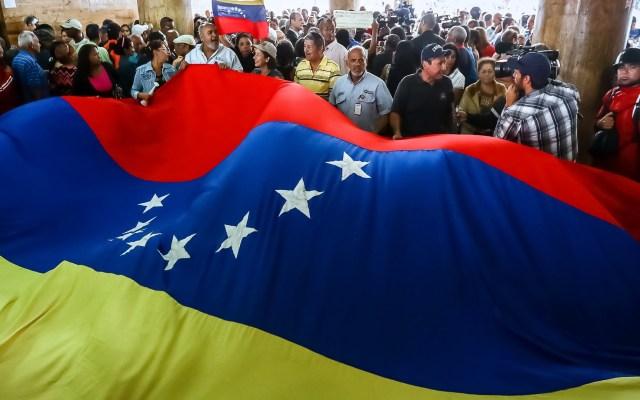 OEA apoya a EE.UU. sobre un 'gobierno de transición' en Venezuela - Bandera de Venezuela. Foto de EFE