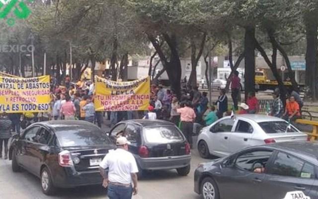Trabajadores de la Central de Abasto bloquean Churubusco - bloqueo central de abasto Churubusco