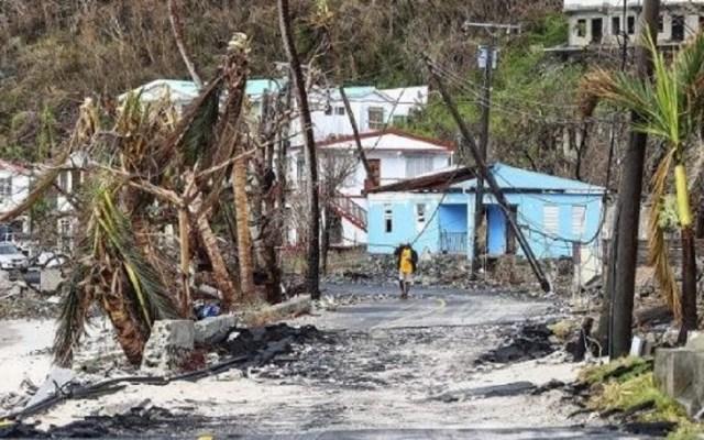 Dengue y huracanes complicarán respuesta a COVID-19 en Latinoamérica: Cruz Roja - Calles de Puerto Rico tras el huracán María. Foto de EFE