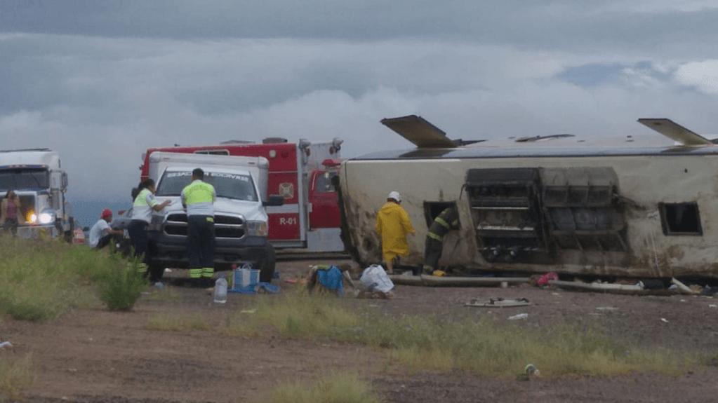 Volcadura de autobús deja seis muertos y al menos 33 lesionados en Sonora - Foto de @raul_rodrigueza