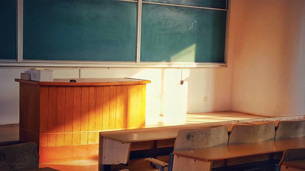 Unesco teme que 24 millones de alumnos abandonen por cierres por la crisis - Clases salón escuela plantel