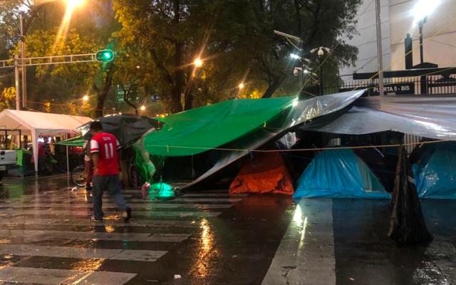 CNTE mantiene plantón en inmediaciones del Senado - cnte plantón