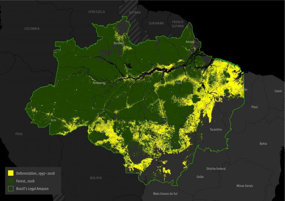 La línea verde claro delimita la Amazonía de Brasil. Lo verde es lo que queda de bosque y el amarillo representa la deforestación. Foto de HRW