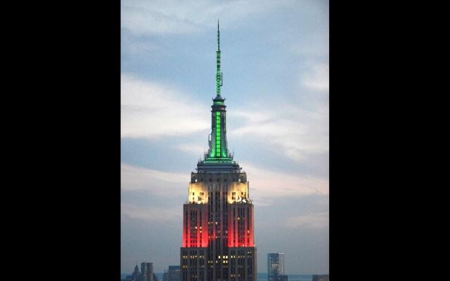 Empire State se pinta nuevamente con los colores mexicanos - Empire State Building. Foto de @EmpireStateBldg México Mexicanos