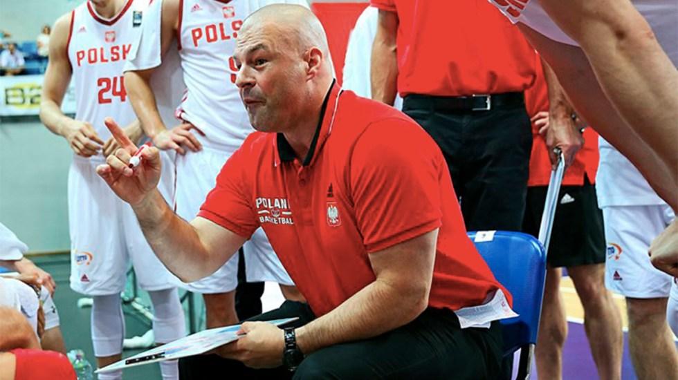 #Video Entrenador de basquetbol de Polonia se vuelve viral por su voz - Mike Taylor entrenador de polonia se vuelve viral por su voz