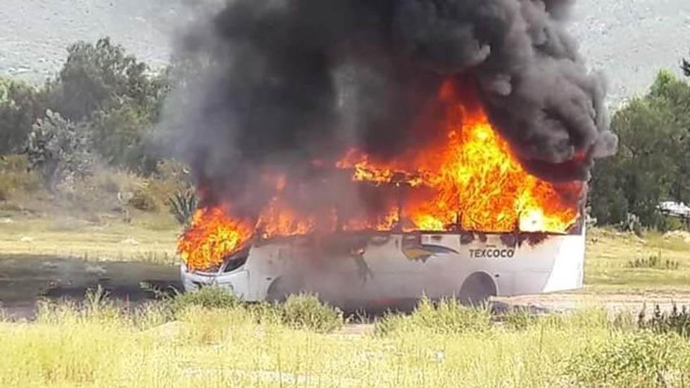 Incendian unidad de transporte público en el Estado de México. Noticias en tiempo real