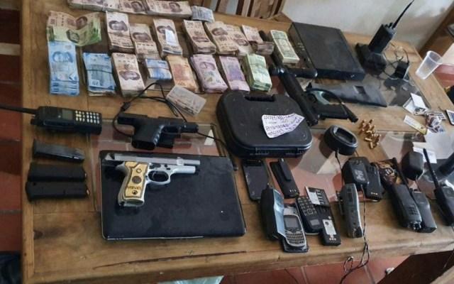 Detienen a extorsionadores con armas, vehículos, joyas y efectivo - detienen banda de extorsionadores en Celaya