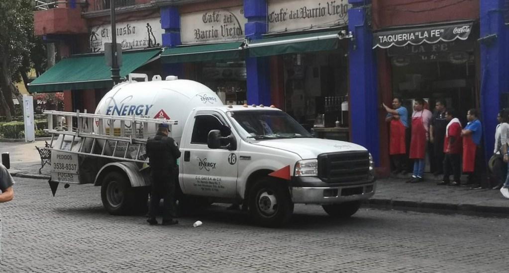 Bomberos atienden fuga en pipa de gas en Coyoacán - Fuga de pipa de gas