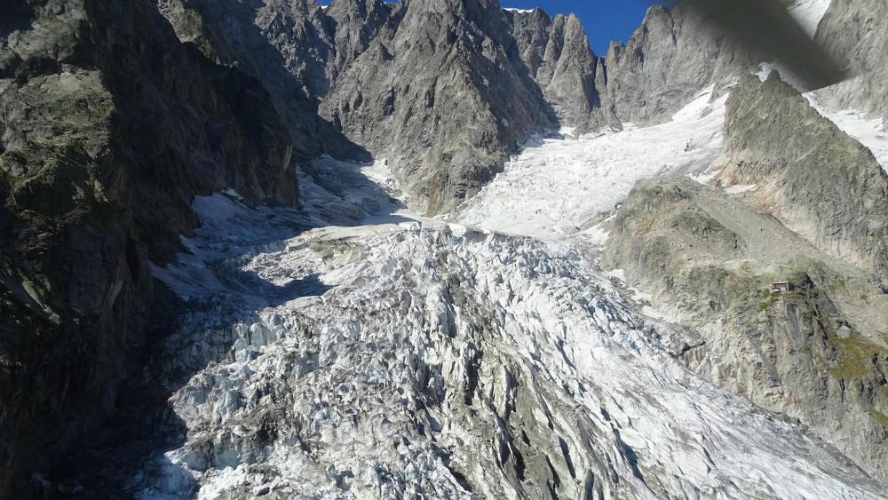 Un glaciar del Mont Blanc amenza con caer sobre un municipio italiando
