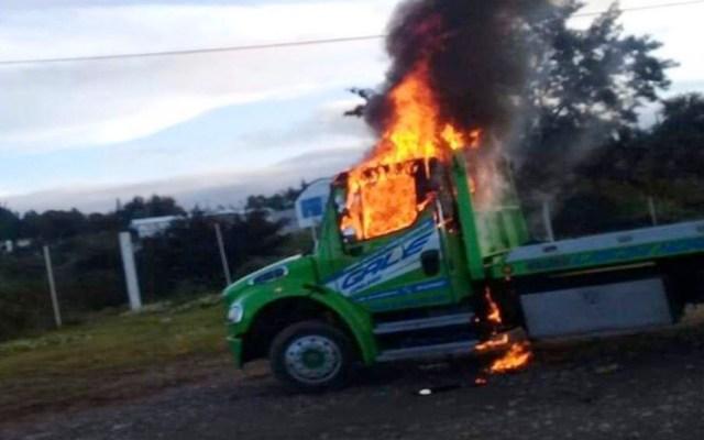 Taxistas incendian grúas durante operativo en Nochixtlán - gruas oaxaca