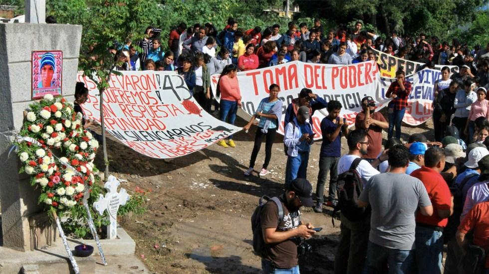 Marchan en Iguala por aniversario de caso Ayotzinapa - Iguala marcha Guerrero