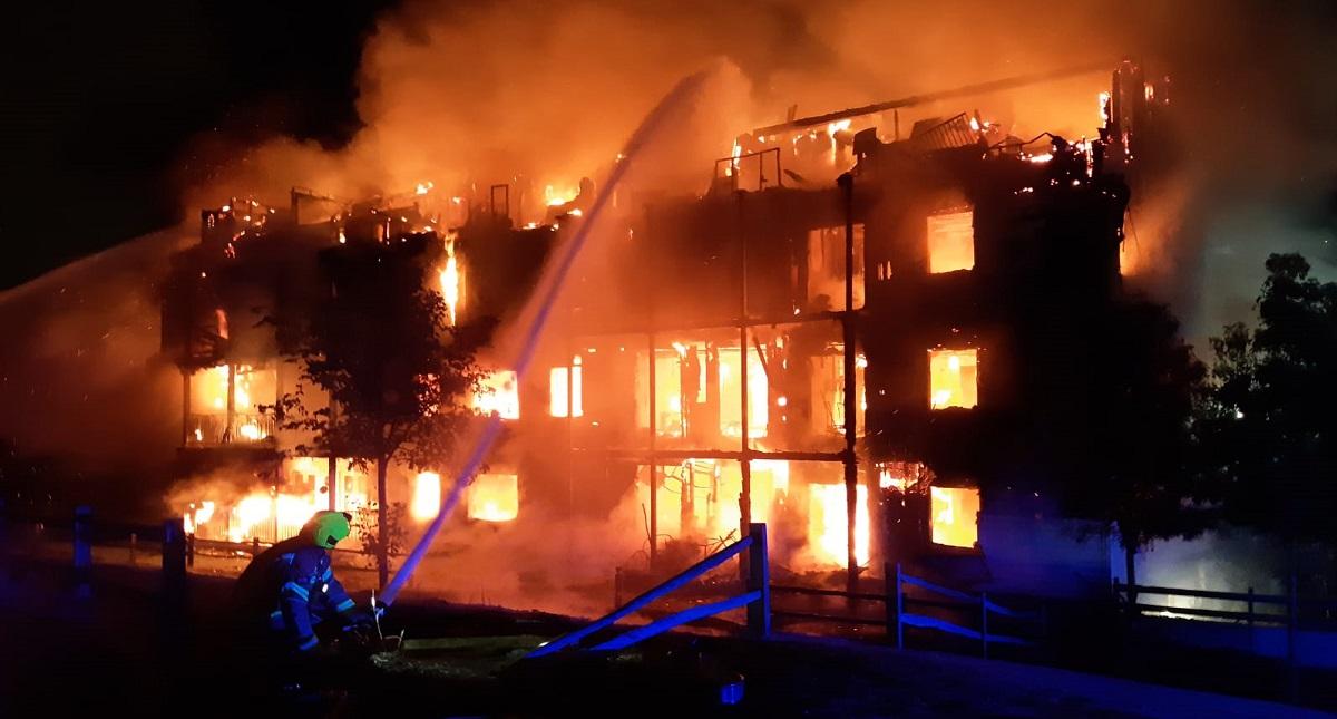 Incendio de edificio residencial en Londres. Foto de @LondonFire