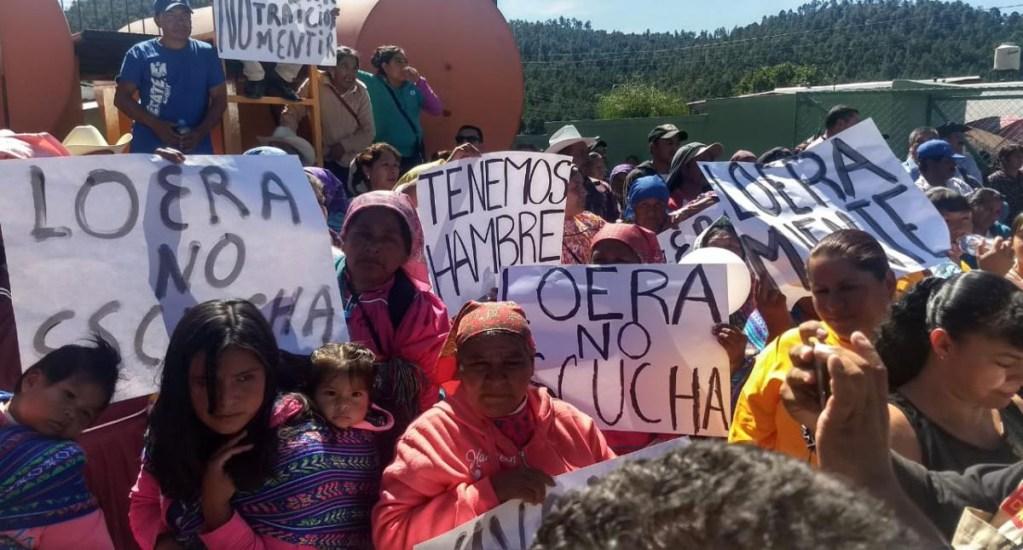 Rarámuris reciben a AMLO con protesta contra superdelegado - Manifestación de rarámuris contra superdelegado de Chihuahua. Foto de Omnia