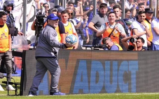Gimnasia y Esgrima pierde en debut de Maradona como técnico - maradona debut gimnasia y esgrima la plata