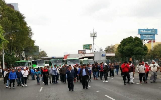 Transportistas colapsan tránsito en la Ciudad de México - Marcha de transportistas sobre Calz Tlalpan. Foto de LDD