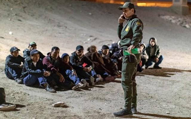 EE.UU. pide a México 'hacer más' contra la migración ilegal - Migrantes detenidos por la Patrulla Fronteriza. Foto de @customsborder