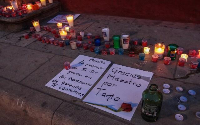 Colocan ofrendas en honor a Francisco Toledo en Oaxaca - Ofrenda a Fernando Toledo frente a IAGO. Foto de Notimex