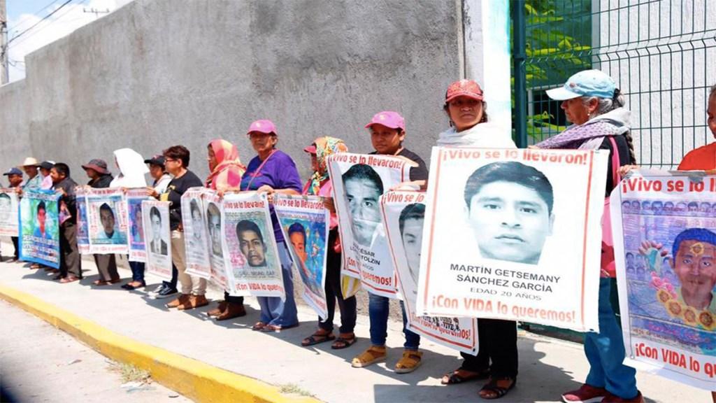 Padres de los 43 protestaron en Palacio de Justicia de Iguala. Noticias en tiempo real