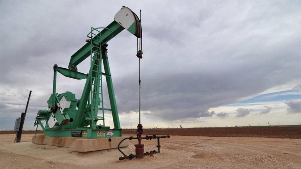 Sector energético de México podría recuperarse en 2021, señala Fitch - precio del petróleo texas ataque a refinerías