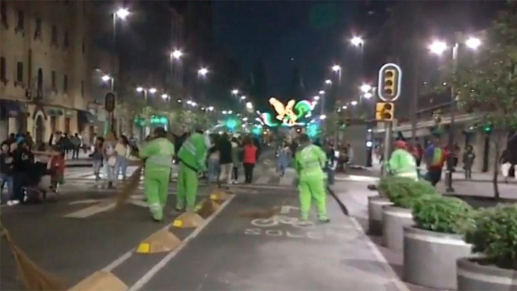 Retiraron 139 toneladas de basura tras festejos en el Zócalo. Noticias en tiempo real