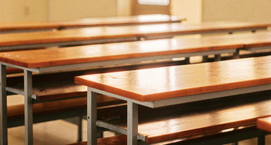 Detecta Hacienda contratos falsos para servicio de mantenimiento en escuelas - Salón suspensión de clases escuela bancas