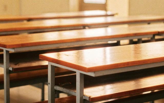 Por suspensión de clases, dan asueto en Toluca a funcionarios con hijos en educación básica - Salón suspensión de clases escuela bancas