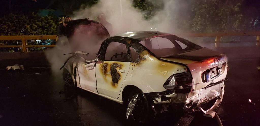 Auto se incendia tras carambola y conductor muere en Miguel Hidalgo. Noticias en tiempo real