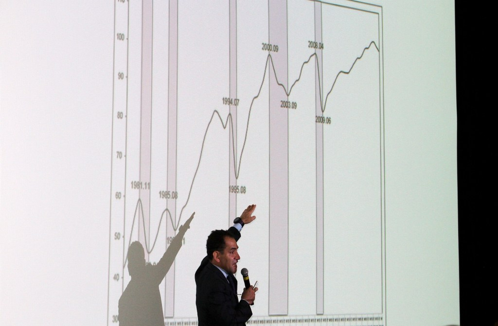 México emite bonos por mil 800 millones de euros y reduce 36 por ciento pagos a 2023 - Arturo Herrera. Foto de Notimex