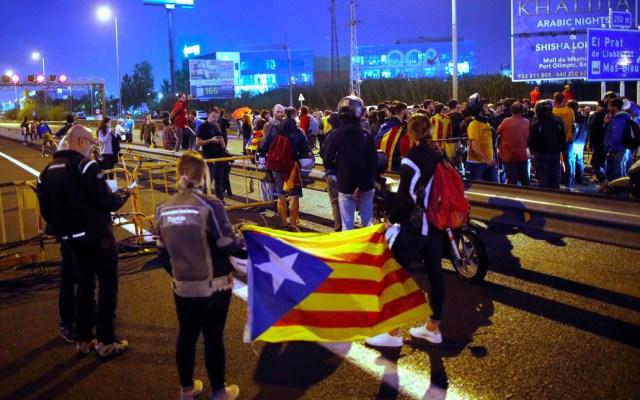 Barcelona no aceptará jugar clásico español en el Bernabéu tras protestas - Aeropuerto de Barcelona