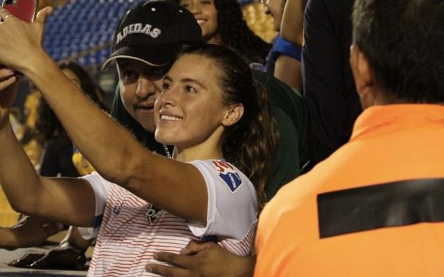 Tigres veta de por vida a aficionado que tocó a jugadora del Houston Dash - Foto de @futfemenilmx