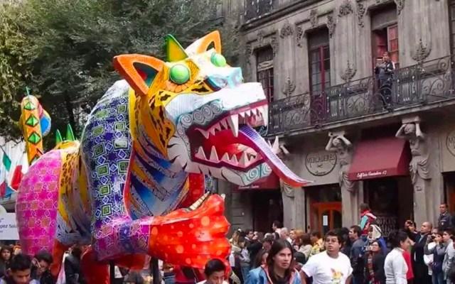 Cerrados accesos al Zócalo por preparativos de desfile de alebrijes - Desfile de alebrijes