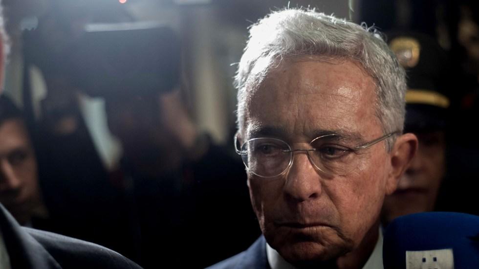 Investigará Fiscalía de Colombia al expresidente Álvaro Uribe por presuntos nexos con masacres - Álvaro Uribe en Corte Suprema de Justicia de Colombia. Foto de EFE
