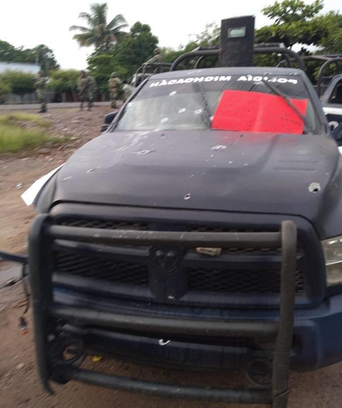 Amenaza de civiles armados en patrulla de la Policía Michoacán. Foto Especial