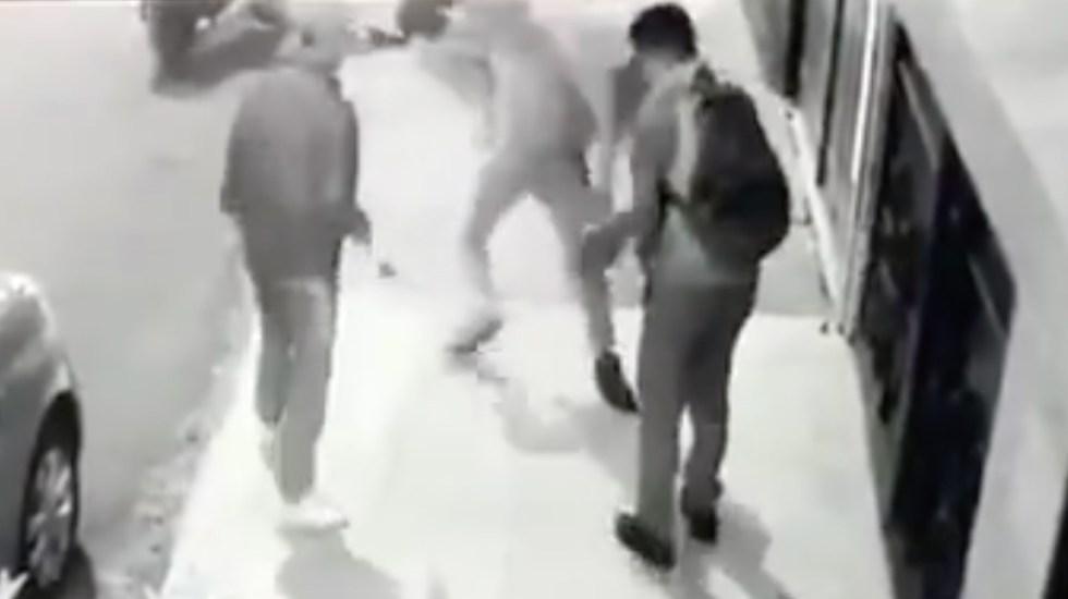 #Video Asaltan a estudiante en Azcapotzalco en cinco segundos - Asalto a estudiante. Captura de pantalla