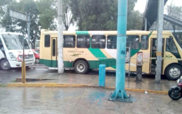 Pasajeros de camión forcejean y matan a asaltante en Tlalnepantla - Pasajeros de camión forcejean y matan a asaltante en Tlalnepantla