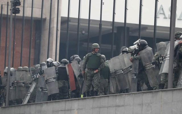Fuerzas toman el control del Parlamento de Ecuador tras asalto indígena - Asamblea Ecuador Manifestación indígenas Policías fuerzas
