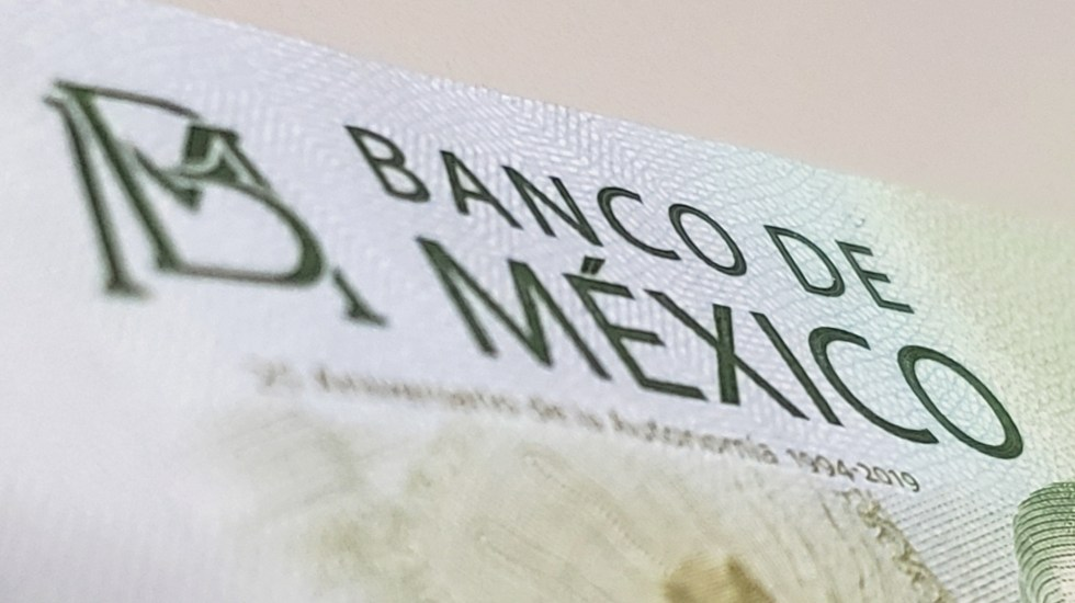 México puede recortar aún más las tasas de interés, argumenta Herrera - Banco de México dinero billete