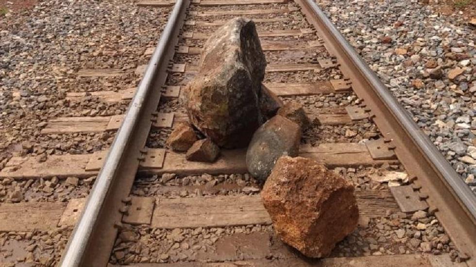 Normalistas liberan vías del tren en Michoacán - Bloqueo de vías en Michoacán. Foto de Milenio