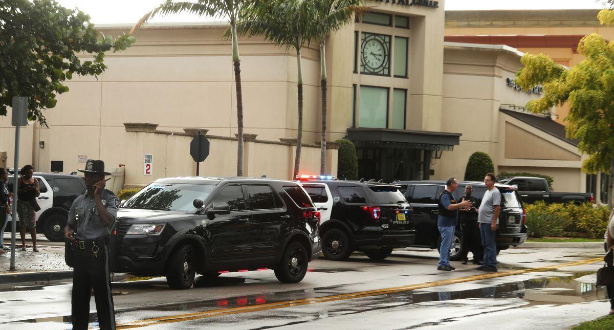 Reportan tiroteo en el Centro Comercial Town Center Mall, Florida