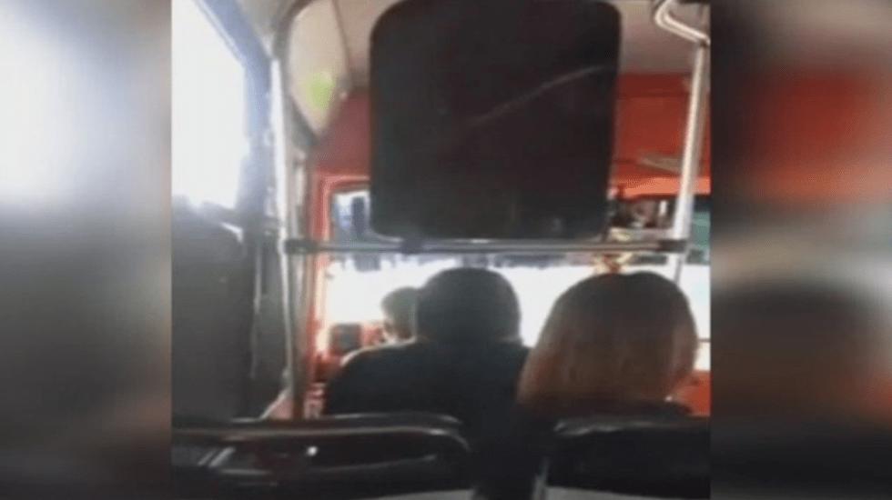 #Video Chofer de microbús insulta a pasajeros - Captura de pantalla