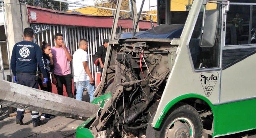 Choque de microbús en Iztapalapa deja cinco menores lesionados - Foto de @SUUMA_CDMX