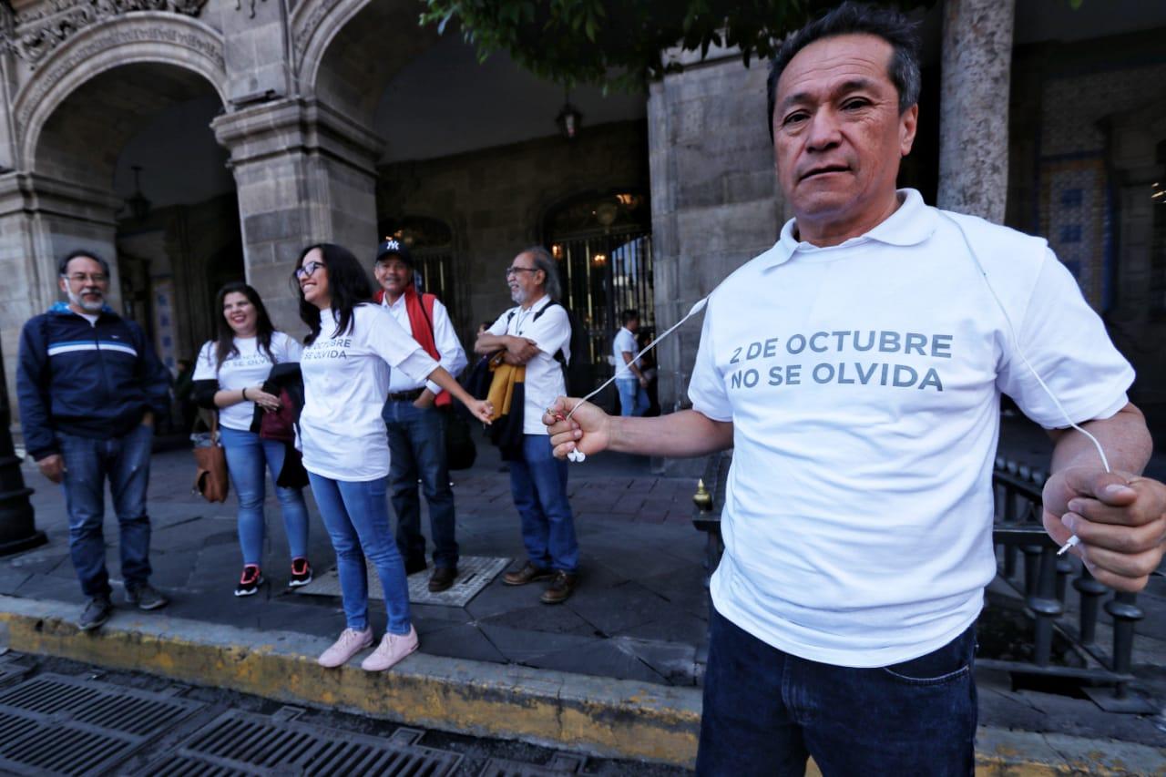En marcha Tlatelolco del 2 de Octubre, vandalizan y pintan edificios